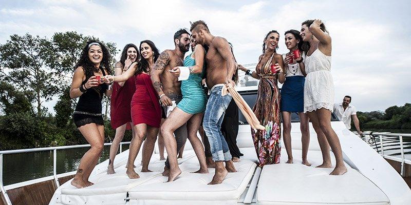 Festa in barca Latuaserata