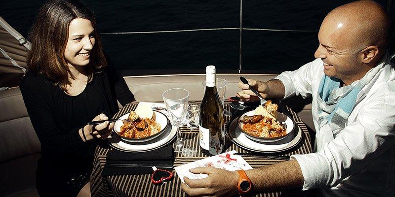 Barca a vela per cena romantica roma