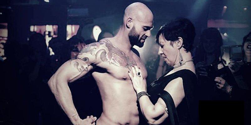 Striptease maschile